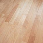無垢材の床は高くてキズつきやすいもの?
